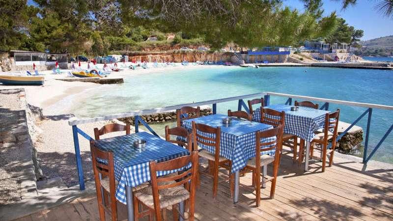 restaurant-strand-ksamil-albania-sydentur