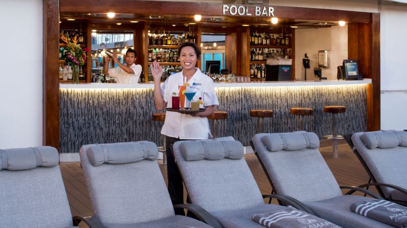 cruise-azamara-poolbar