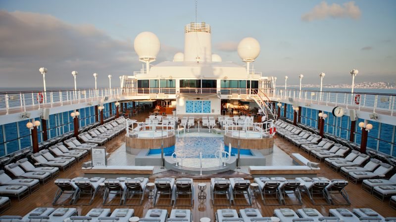 cruise-azamara-pursuit-pooldekk