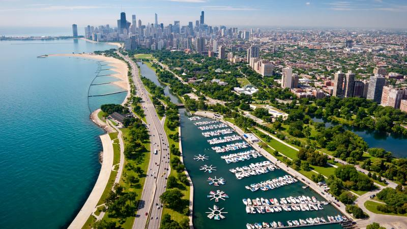 diversey-harbour-chicago-skyline