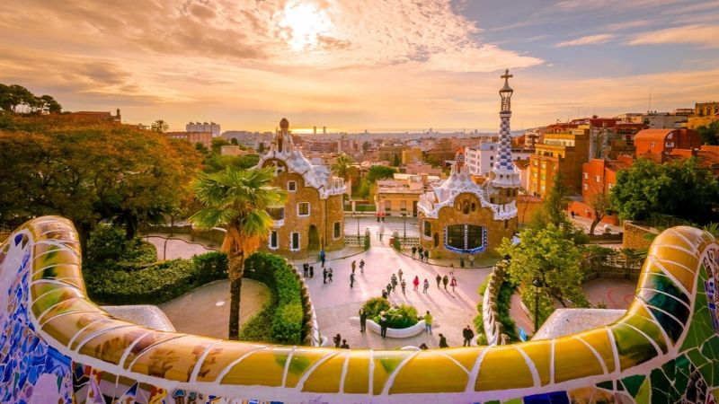 parque-guell-barcelona-cruise-storbyferie