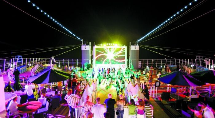 party-bassengdekk-cruise