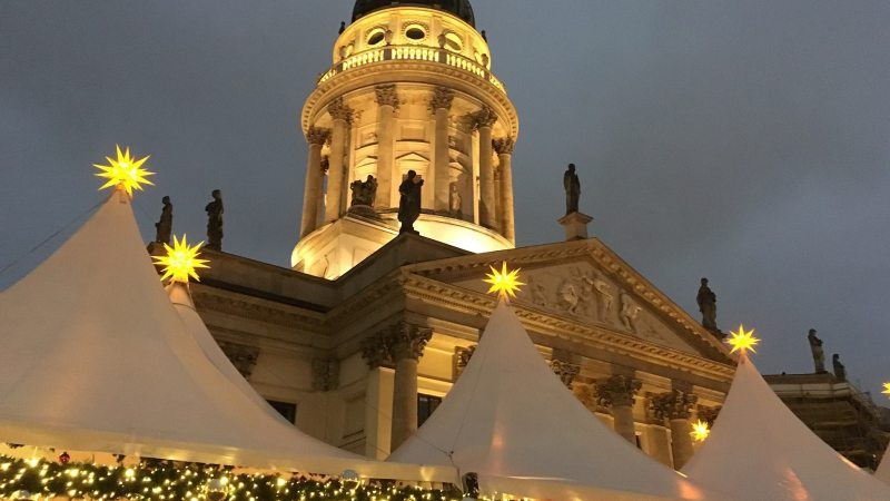 berlin-jul-gendarmenmarkt-julemarked