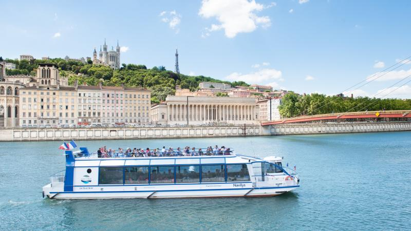 lyon-city-boat-sightseeing