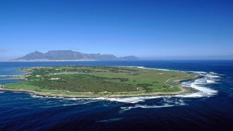 robben-island-table-mountain-cape-town