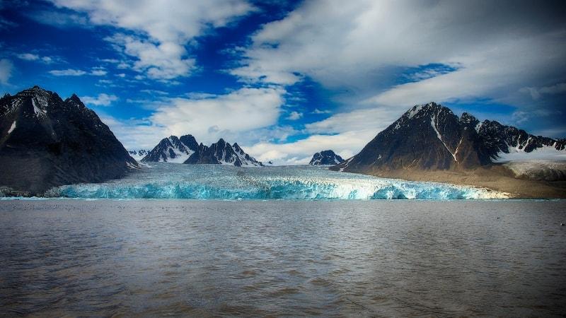 Monacobreen, Svalbard. Foto: Dominic Barrington/Hurtigruten