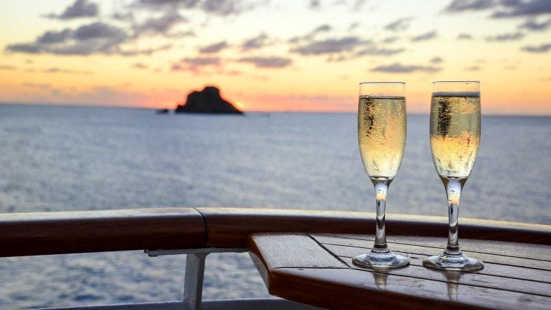 champagne-solnedgang-cruise-middelhavet
