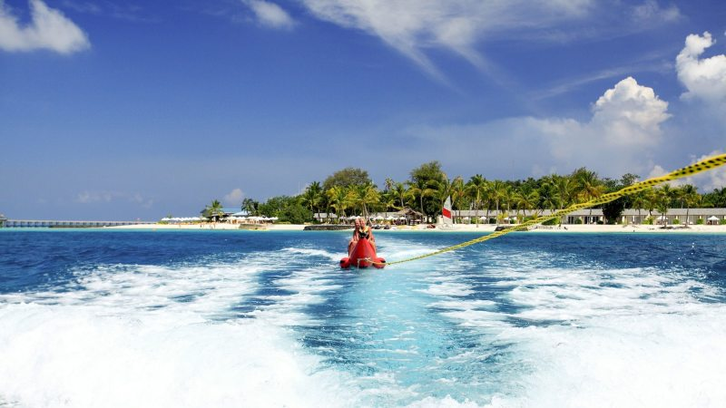 maldivene-centara_ras_fushi_resort_and_spa-bananaboat