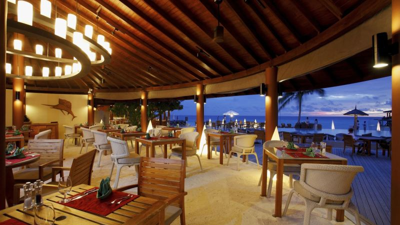 restaurant-centara_ras_fushi_resort_and_spa-maldivene