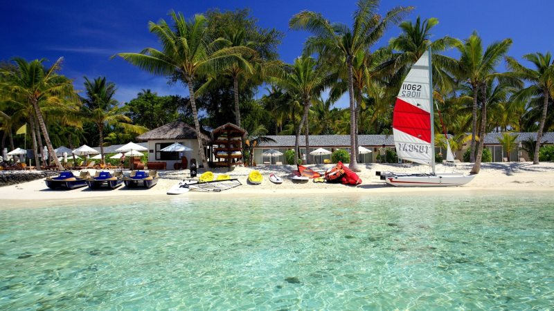 strand-aktiviteter-centara_ras_fushi_resort_and_spa-maldivene