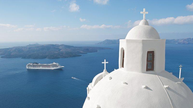 cruise-middelhavet-santorini-skip