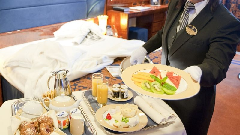 frokost-lugar-cruise-msc_yacht_club