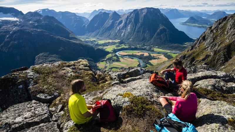 romsdalseggen-utsikt-nordvestlandet-norge