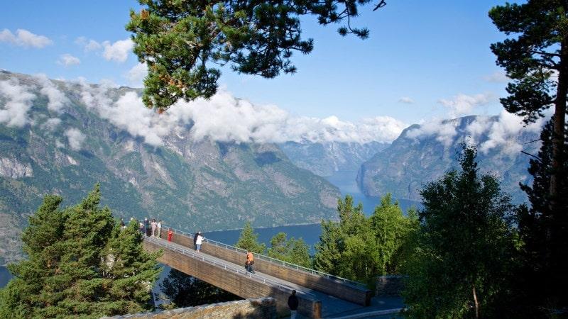 aurlandsfjorden-stegastein-utkikkspunkt-nasjonal-turistvei-aurlandsfjellet