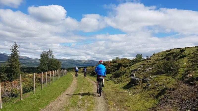 norgesferie-sykkeltur-tour-de-dovre-vennetur-solskinnsdag