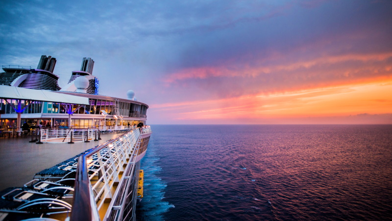 cruise-allure_of_the_seas-solnedgang
