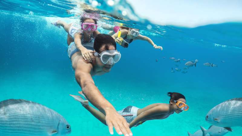 snorkle-familieferie-cococay-cruise-karibien