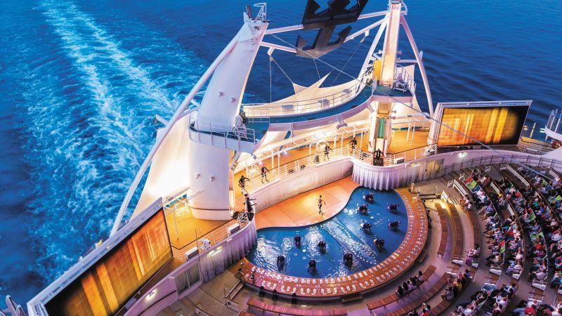 cruise-karibien-rccl-aquatheater