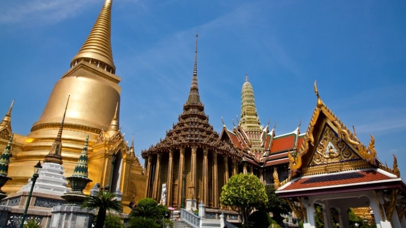 wat-pra-kaeo-golden-pagoda-bangkok