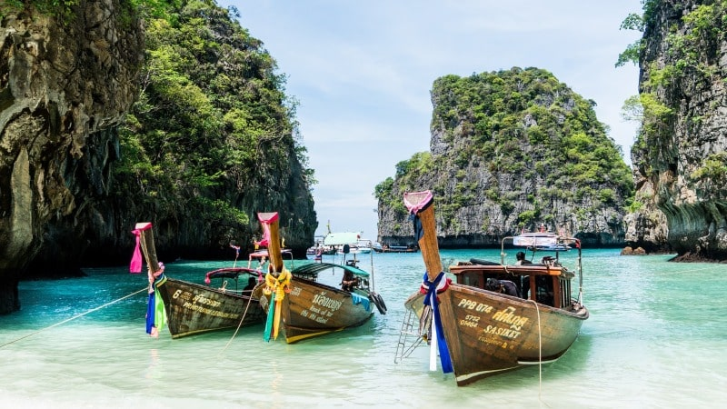 longtail-boats-koh-phi-phi-thailand