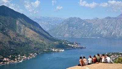 gruppe-utsikt-kotor-montenegro