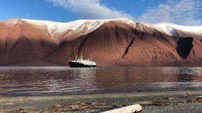 fjell-fjord-ms-nordstjernen-svalbard