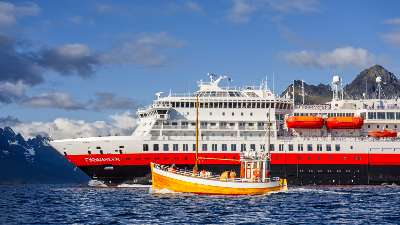 hurtigruten-norskekysten-lofoten-fiskebat