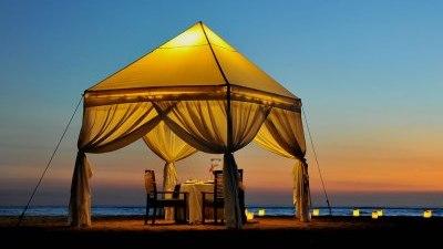 telt-middag-strand-bali-bryllupsreise